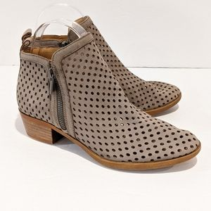Lucky Brand tan perforated ankle boots sz 6